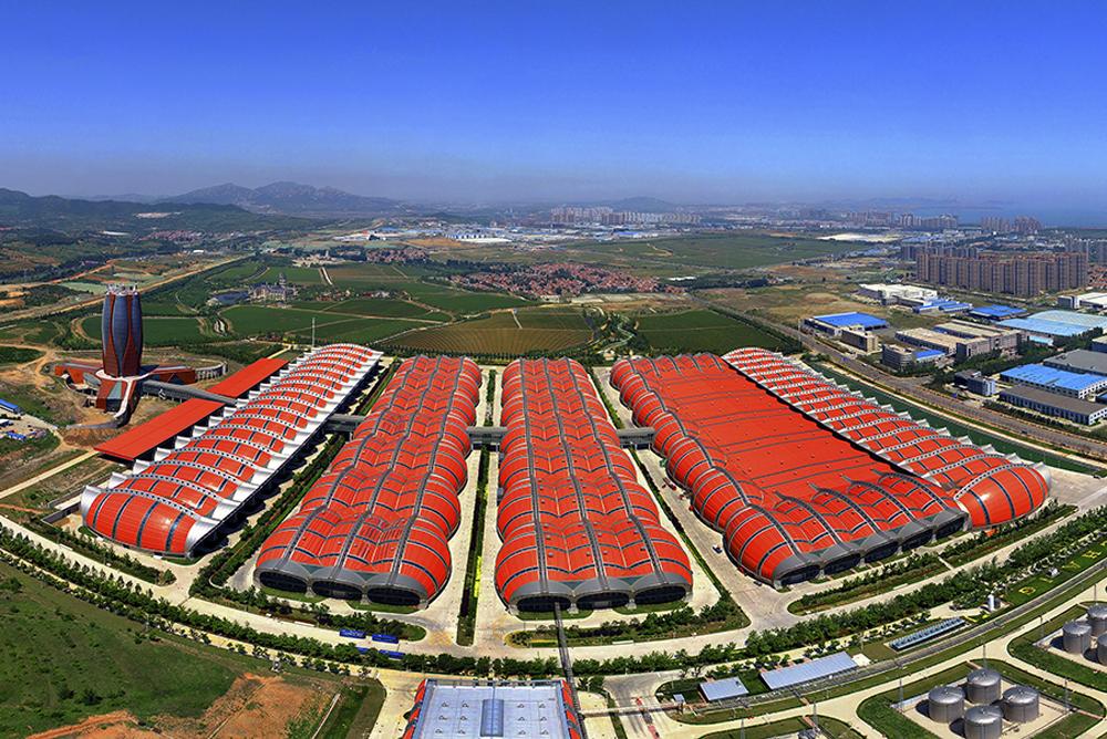 《烟台张裕葡萄酒城》 烟台是世界七大优质葡萄海岸之一、亚洲唯一的&amp;ldquo;国际葡萄&amp;bull;葡萄酒城&amp;rdquo;、中国最大的葡萄和葡萄酒生产基地。(李刚)<br/>