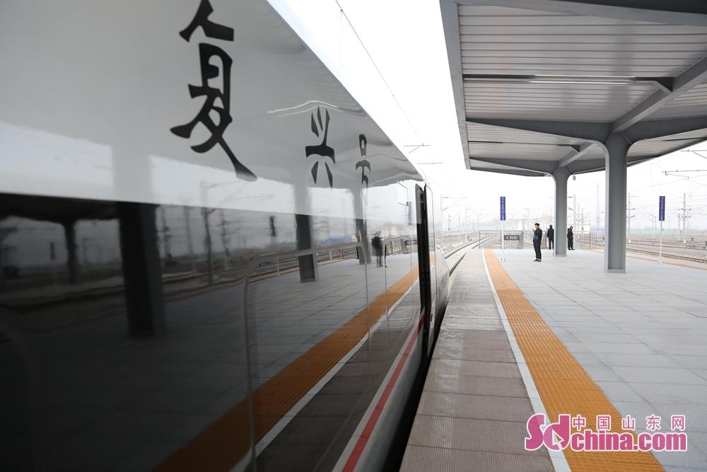 제청 고속도로 운영 시작하는 열차 4대,2019년1월5일 운영 노선 조절한 후에 배치하는 열차 일상선37대, 일상선의 기초를 바탕으로 승객의 요구를 의하여 주말선 3대 증가, 고봉선 5대 증가한다.<br/>