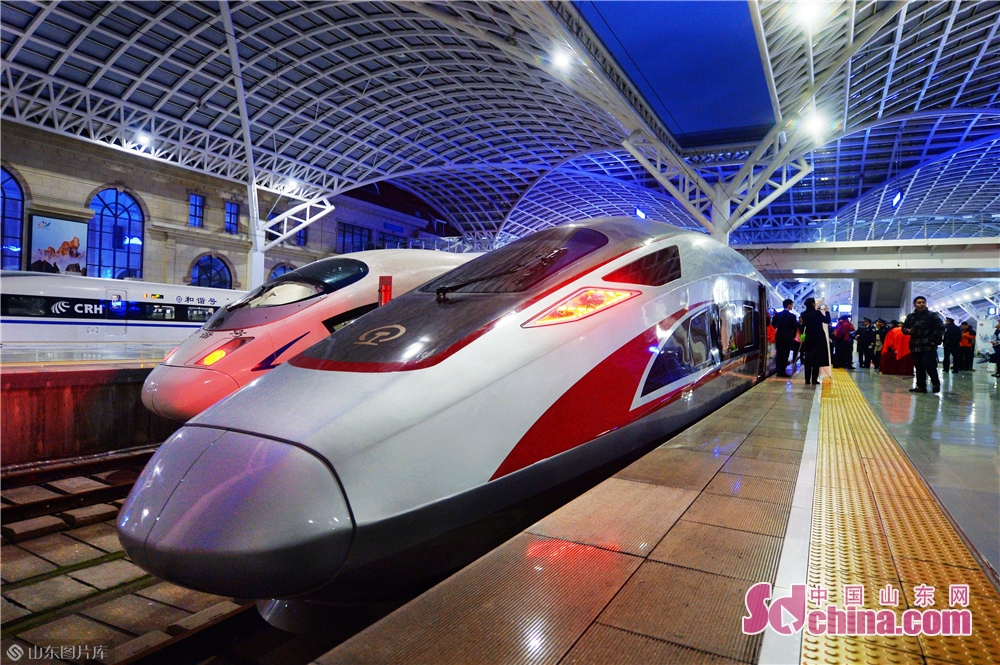 Photo taken on December 5, 2018 shows a Fuxing bullet train ready to set off at Qingdao Railway Station. This is the first time for a Fuxing bullet train to be put into operation in Qingdao, laying a foundation for picking up the railway speed in Qingdao by the end of 2018.<br/>