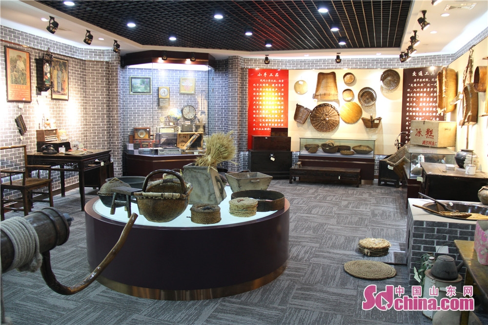 Photo taken on December 6, 2018 shows the antique daily necessities in Weifang National Hi-tech Industrial Development Zone in Weifang, Shandong Province. Weifang National Hi-tech Industrial Development Zone has been committed to the construction of county sage museums, village history museums and cultural centers, so as to retain homesickness, record the history and inherit the historical civilization for the masses, and enrich their cultural life.<br/>