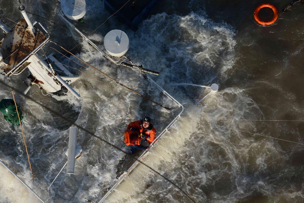 """惊险万分!北海救助局紧急救助沉没货轮""""瑞兴轮"""""""