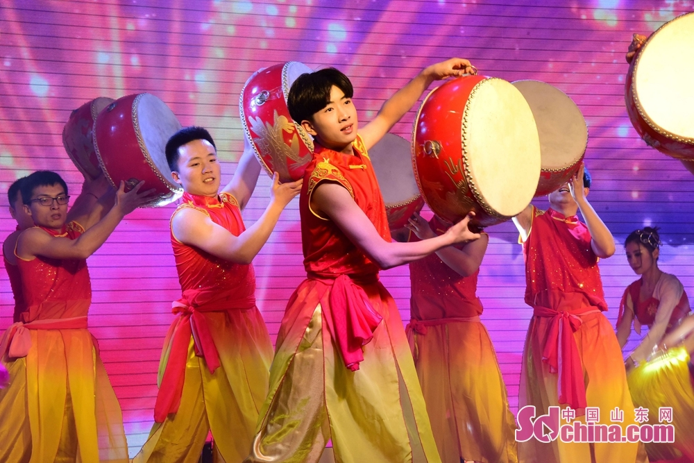 Artists perform during 2018 Chinese Spring Festival Gala to celebrate Chinese Lunar New Year in Chiping of Liaocheng, Shandong Province, Feb. 8, 2018. Chinese Lunar New Year, or Spring Festival, falls on Feb. 16 this year. (Sdchina.com/Shi Kuihua)
