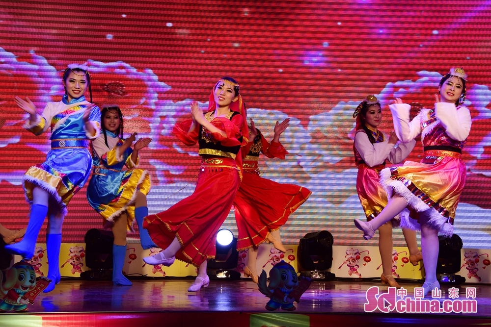 Dancers perform during 2018 Chinese Spring Festival Gala to celebrate Chinese Lunar New Year in Chiping of Liaocheng, Shandong Province, Feb. 8, 2018. Chinese Lunar New Year, or Spring Festival, falls on Feb. 16 this year. (Sdchina.com/Shi Kuihua)<br/>