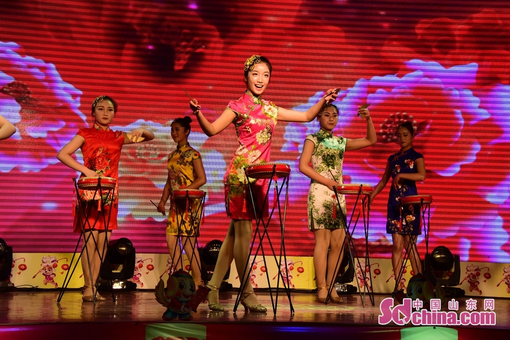 Artists perform during 2018 Chinese Spring Festival Gala to celebrate Chinese Lunar New Year in Chiping of Liaocheng, Shandong Province, Feb. 8, 2018. Chinese Lunar New Year, or Spring Festival, falls on Feb. 16 this year. (Sdchina.com/Shi Kuihua)<br/>