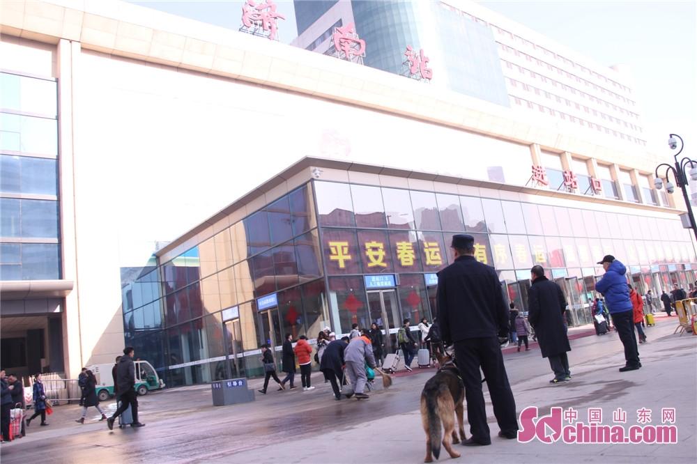 <br/>  济南铁路公安处警犬工作队工作人员介绍到,这几只警犬今天刚上岗,春运期间,它们将负责火车站的安保工作。<br/>