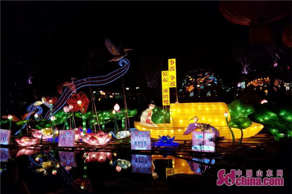 Photo taken on Feb. 24, 2018 shows a set of rowing on the lake themed lanterns during a lantern show at Baotu Spring scenic spot in Jinan, capital of Shandong Province. The lantern show will last up to March 7 to celebrate the upcoming Lantern Festival. (Sdchina.com/Zhang Yuanyuan)<br/>