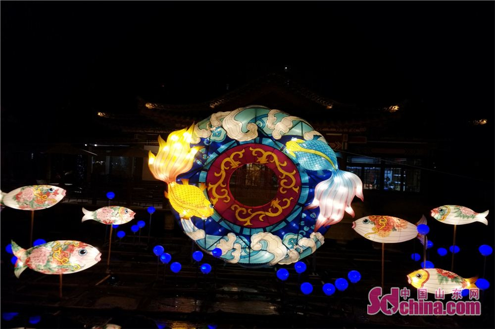 Photo taken on Feb. 24, 2018 shows a set of goldfish themed lanterns during a lantern show at Baotu Spring scenic spot in Jinan, capital of Shandong Province. The lantern show will last up to March 7 to celebrate the upcoming Lantern Festival. (Sdchina.com/Zhang Yuanyuan)