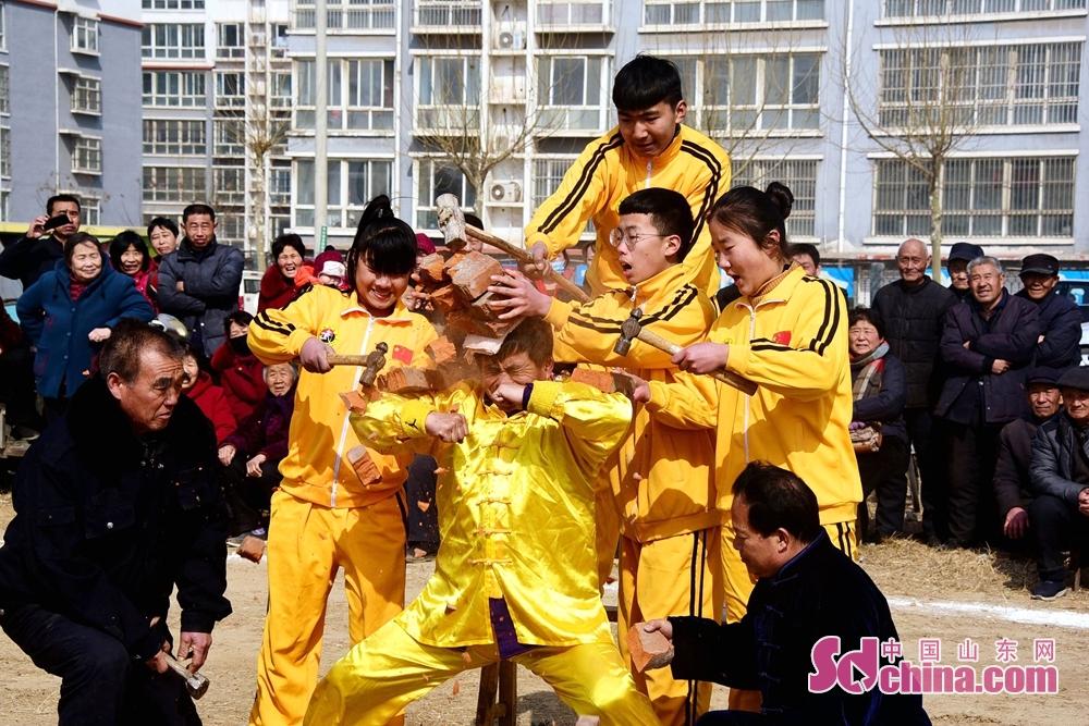 <br/>  本次展演不仅满足了春节期间广大人民群众对体育文化和传统民俗文化的精神需求,同时进一步让光辉灿烂、博大精深的中国武术文化得到了有力的宣传和推广。<br/>