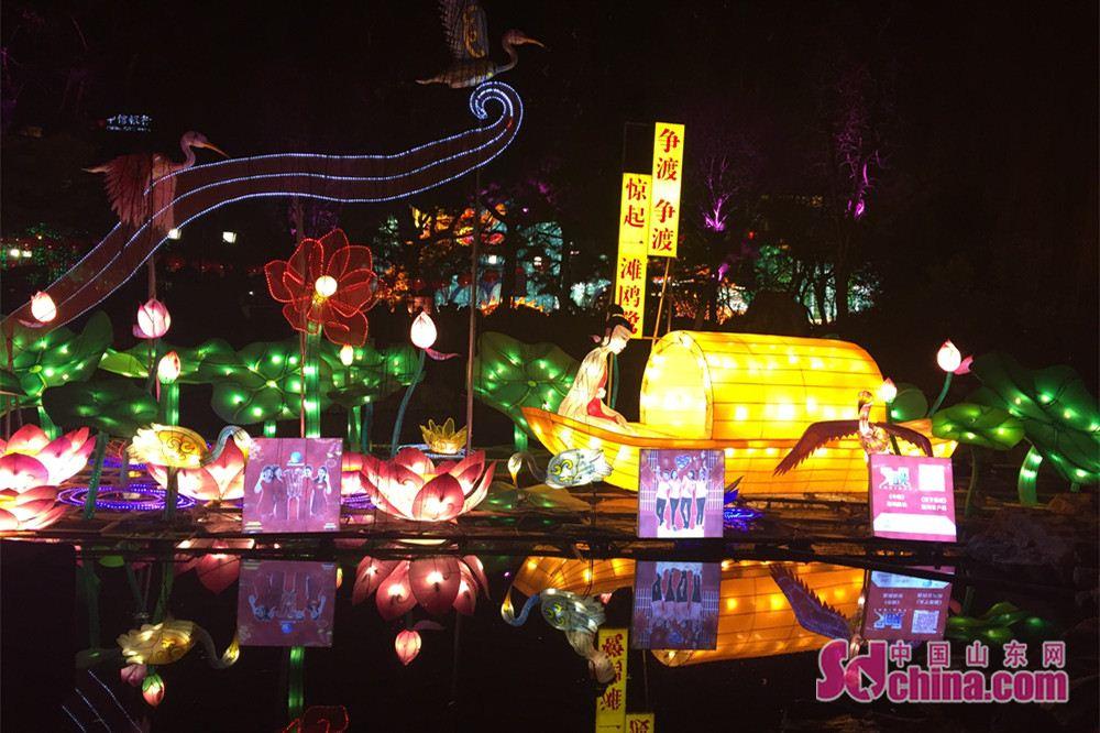 <br/>  花灯倒映在湖水中显得流光溢彩、绚丽夺目。