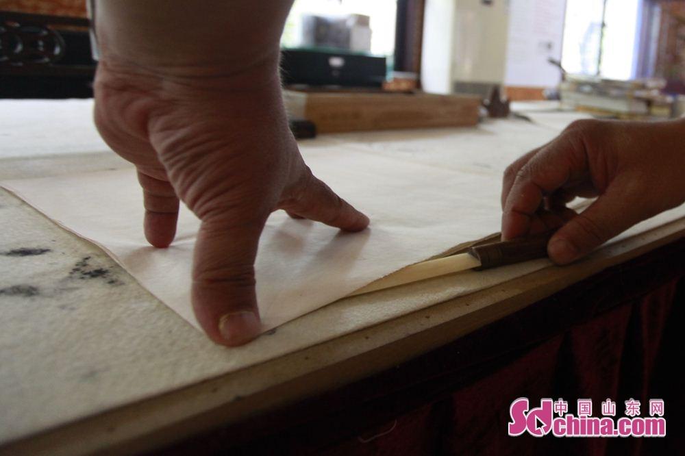 「文刀」を言うと、人によく知られないが、古い時代に、文人墨客は文刀で紙を切った。<br/>
