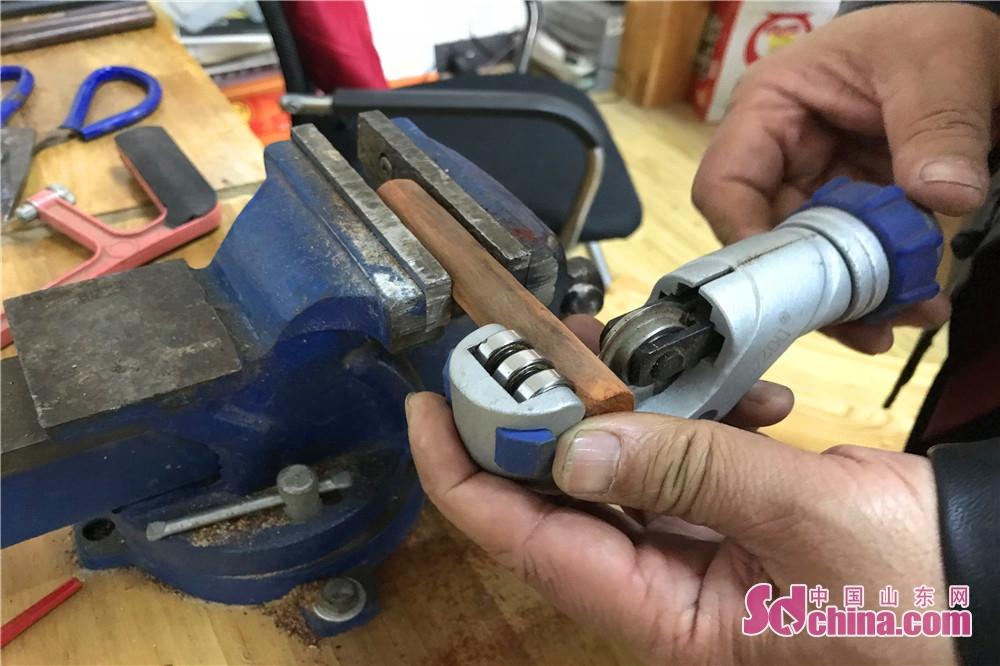 柳氏によると、文刀作りは長い時間を必要だ。<br/>