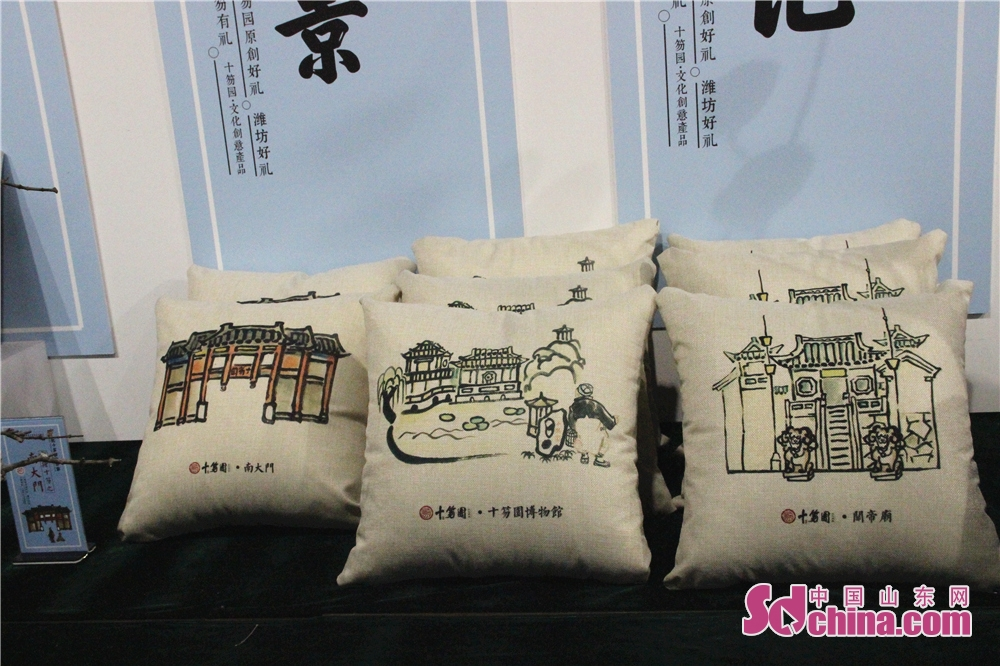 Creative throw pillows are seen in Wei County of Weifang, Shandong Province on Feb. 6, 2018. The 3rd New Year Wood-block Prints Expo and opening ceremony of Shiwuyuan&amp;rsquo;s cultural and creative products in 2018 kicked off here. (Sdchina.com/Sun Xiaoru)<br/>