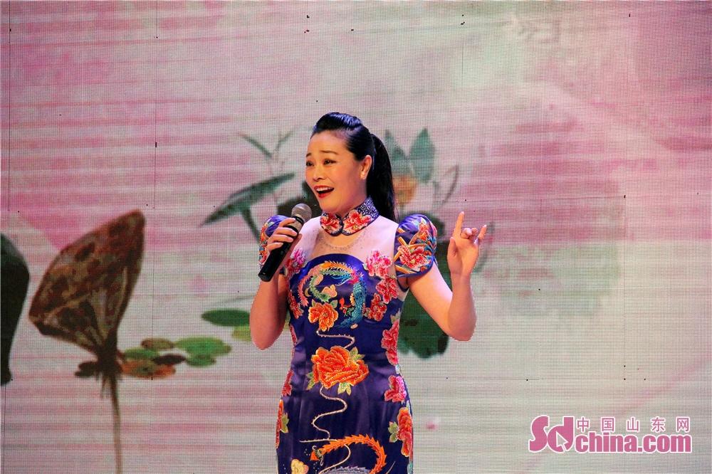 <br/>  省剧协副主席、枣庄市文联国家一级演员邵晓环表演柳琴戏《回娘家》。