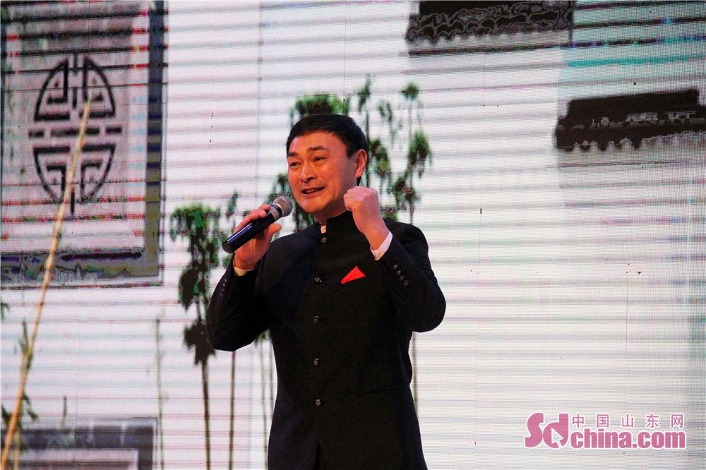 <br/>  省剧协副主席、国家一级演员荆延国表演吕剧《马大宝喝醉了酒》。