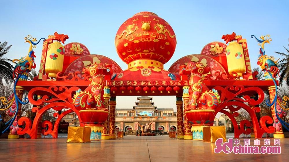 <br/><br/>  从2月16日至3月14日(正月初一至十七)横跨春节、元宵节,将中国年的韵味融入传统灯会中,让游客能够深度体验&amp;ldquo;方特年中国年&amp;rdquo;的旅游特色。<br/>