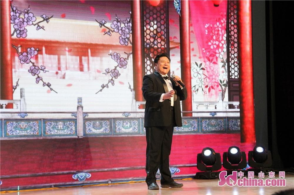 <br/>  省剧协主席团委员、莱芜梆子剧团国家一级演员李长生表演莱芜梆子《三定桩》选段。