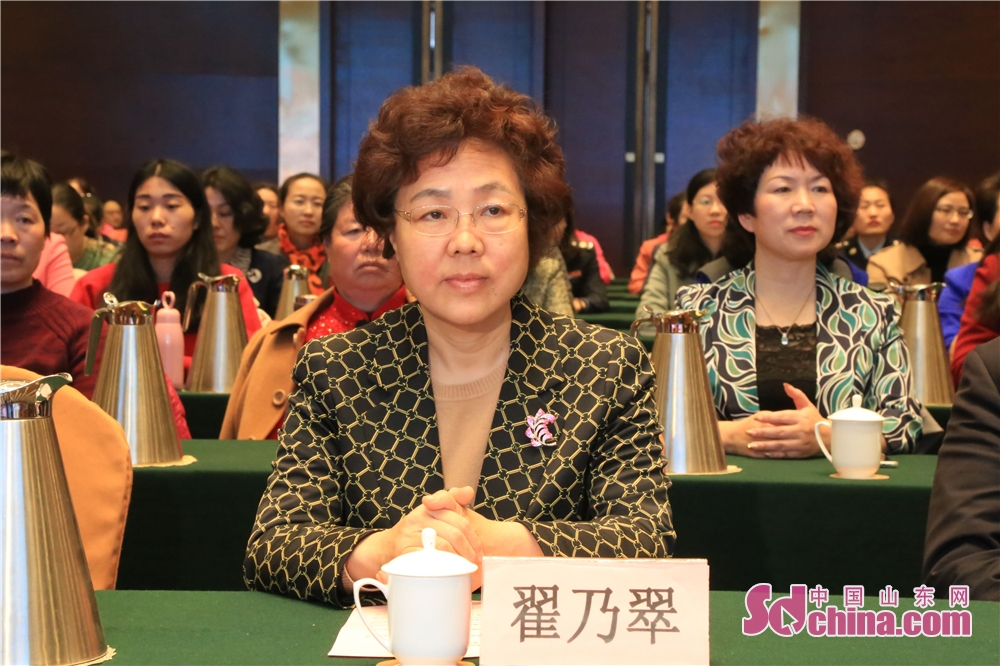 <br/>  淄博市人大常委会副主任翟乃翠。
