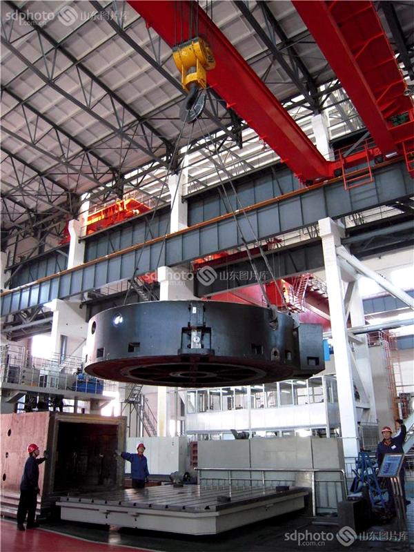 <br/>  重点打造以中国一重为核心的重大技术装备、以中车齐车为核心的轨道交通装备、以齐重数控和齐二机床为核心的高端数控机床三大产业集群。<br/>