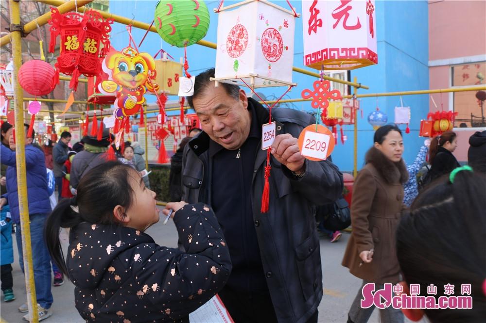 <br/>        本次灯展是我校为弘扬中华优秀传统文化,增强学生的创新精神和实践能力,充分展示传统文化教育成果所开展的特色活动。<br/>