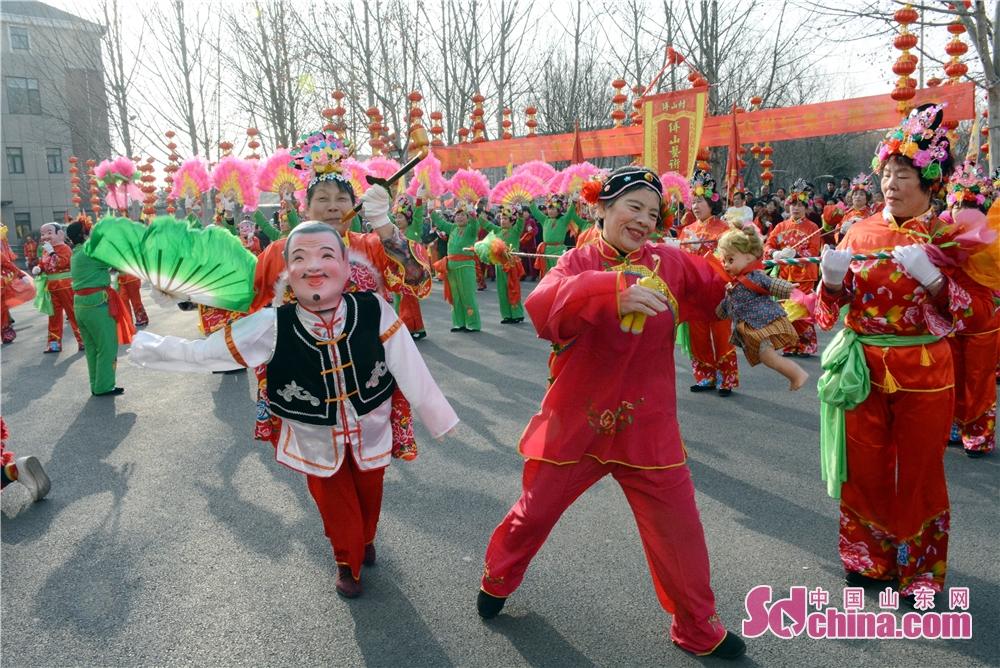 <br/>       喜媒婆传统扮玩节目。