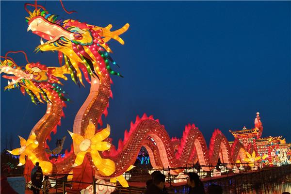 正月十六潍坊峡山赏花灯、观烟花 人头攒动游客如织