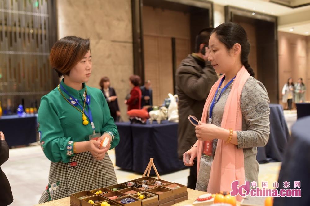 <br/>  在活动现场特色旅游商品展示区,淄博琉璃艺术品以新的精彩呈现在大家面前,成为国内旅行商关注和青睐。