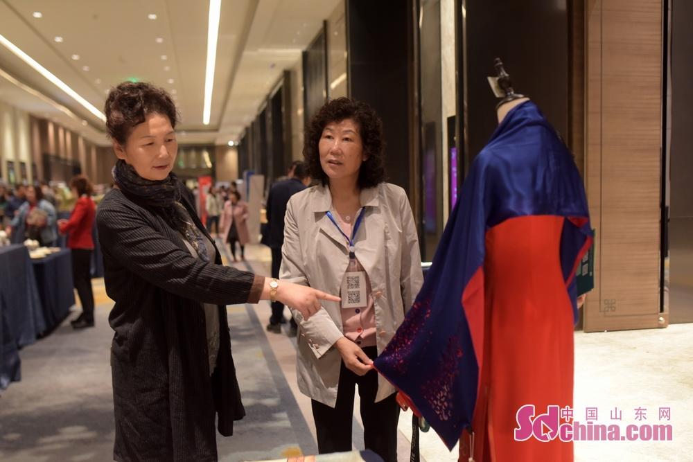 <br/>  发挥淄博特色旅游商品优势,在活动现场搭建了特色旅游商品展示区,陶瓷、琉璃、丝绸等特色旅游商品受国内旅行商关注和青睐。