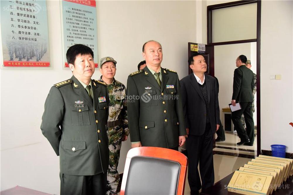 <br/>  2018年4月10日,山东省聊城军分区副司令员皮先标一行,分别对信发街道、振兴街道的预备役工作进行了业务抽查考核。