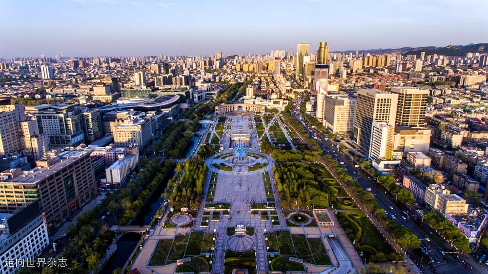 <br/>  济南作为泉城,旅游资源丰富,是国家历史文化名城、中国优秀旅游城市、山东旅游&amp;ldquo;一山一水一圣人&amp;rdquo;中的重要组成部分,每年吸引着众多的国内外游客。(图片由走向世界杂志社提供)