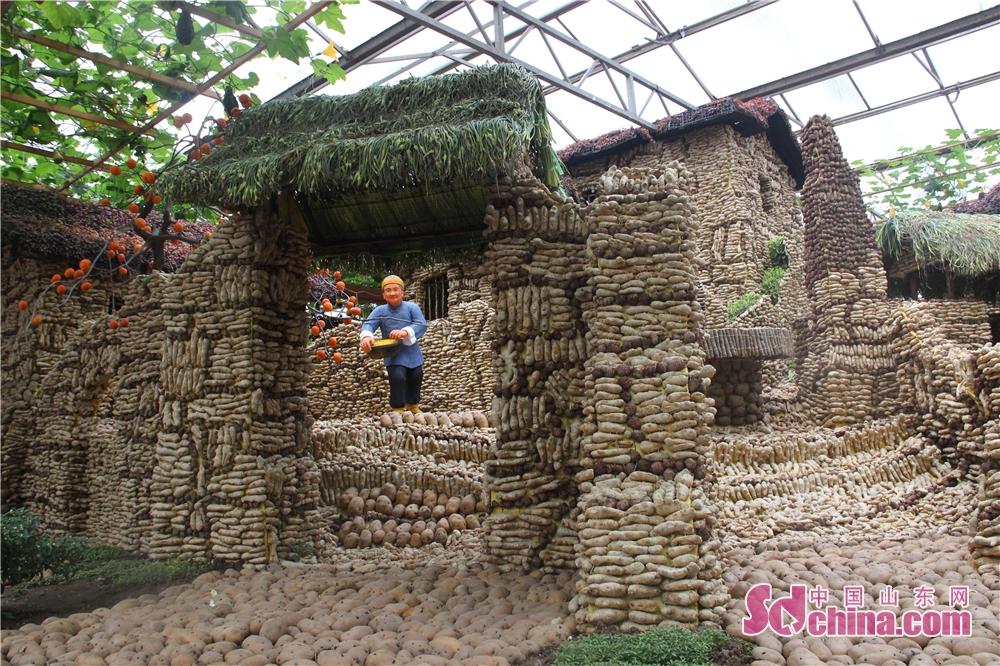 <br/>  &amp;ldquo;蔬菜+文化&amp;rdquo;理念深入到展会的各个领域,设计制作了200多个蔬菜文化景观,尽显蔬菜与文化融合的无穷魅力。<br/>