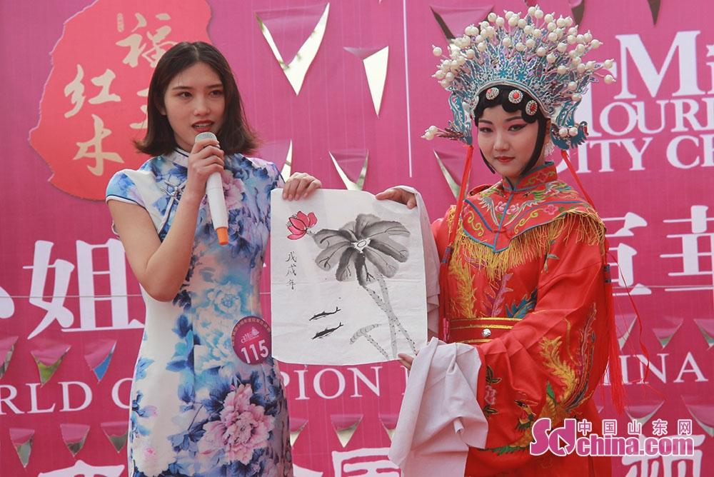<br/>        京剧与国画同台展示,经典国粹与古典艺术相交融。