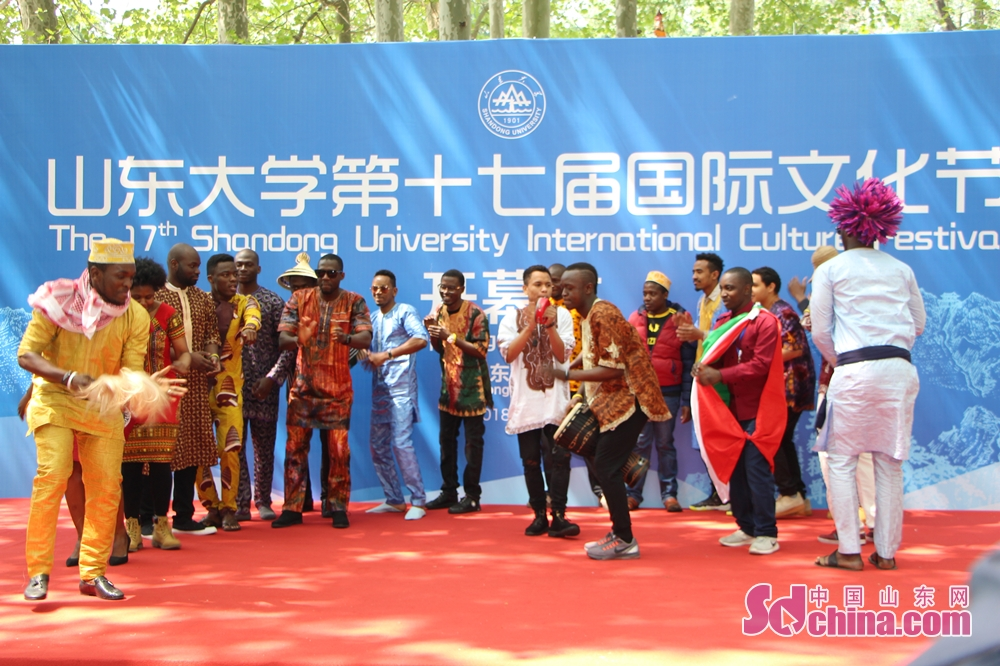 Students perform African dance. The 17th SDU International Culture Festival kicked off on April 24 in Shandong University in Jinan, east China's Shandong Province.<br/>