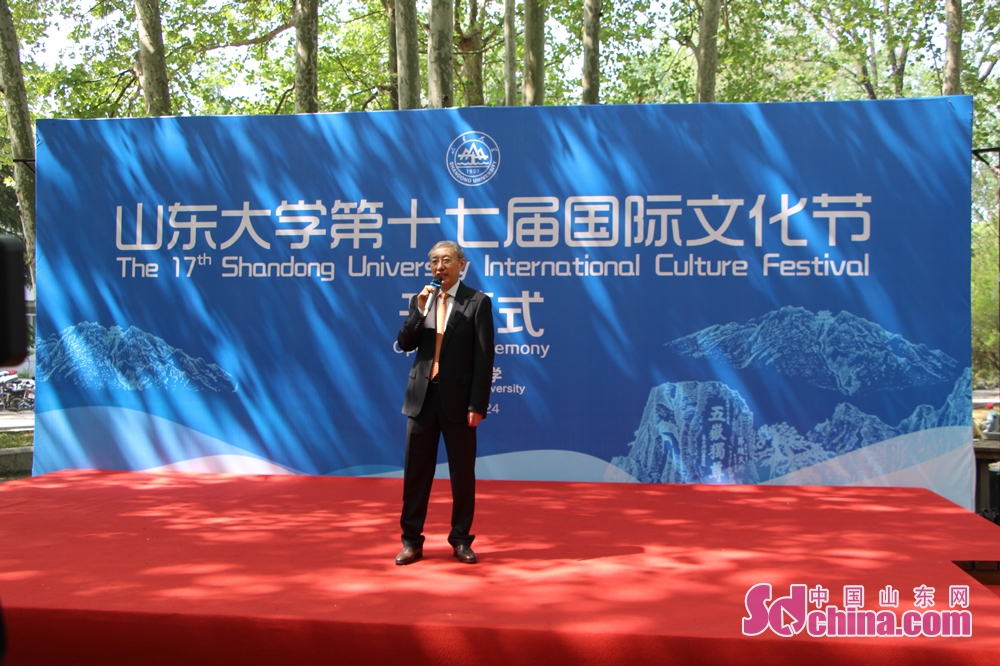 Cheng Lin, vice dean of Shandong University and vice chairman of Shandong Committee of theCPPCC, addresses the 17th SDU International Culture Festival. The 17th SDU International Culture Festival kicked off on April 24 in Shandong University in Jinan, east China's Shandong Province.<br/>