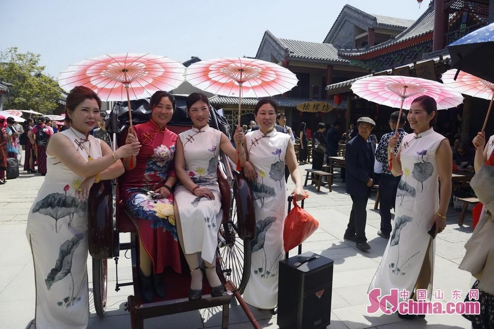 <br/>  4月底,被誉为中国离海最近、集民俗体验和休闲观光于一体的海滨旅游小镇&mdash;&mdash;&mdash;日照东夷小镇开街迎客。<br/>