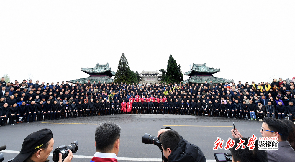 <br/>       400余孔子后裔曲阜祖茔孔林家祭先祖。