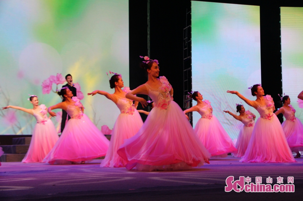 "With the theme of ""heritage of family virtues and furtherance of epochal ethos"", 2018 Zoucheng Mother's Cultural Festival was inaugurated in Zoucheng, east China's Shandong Province on May 15, 2018."