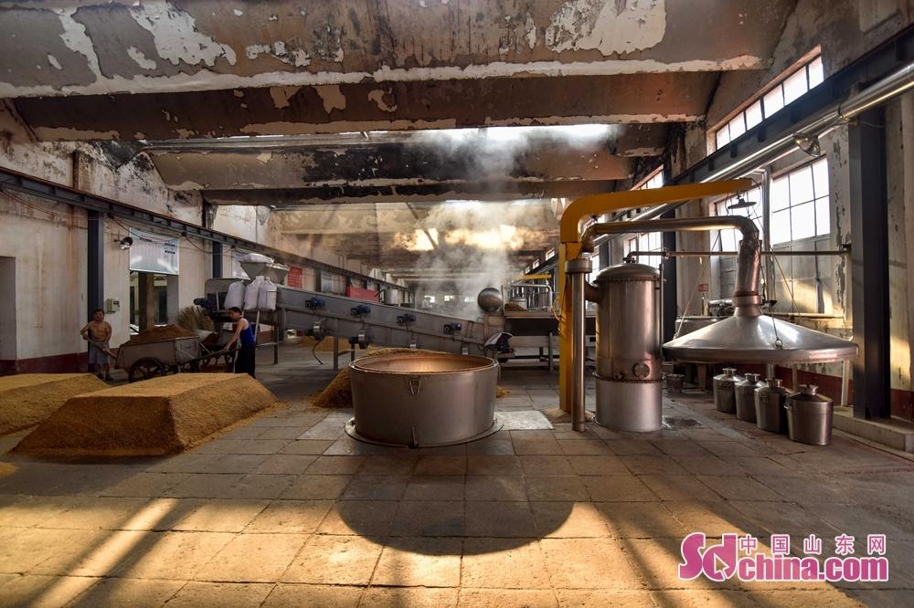 <br/>  兰陵美酒股份有限公司造酒场地。