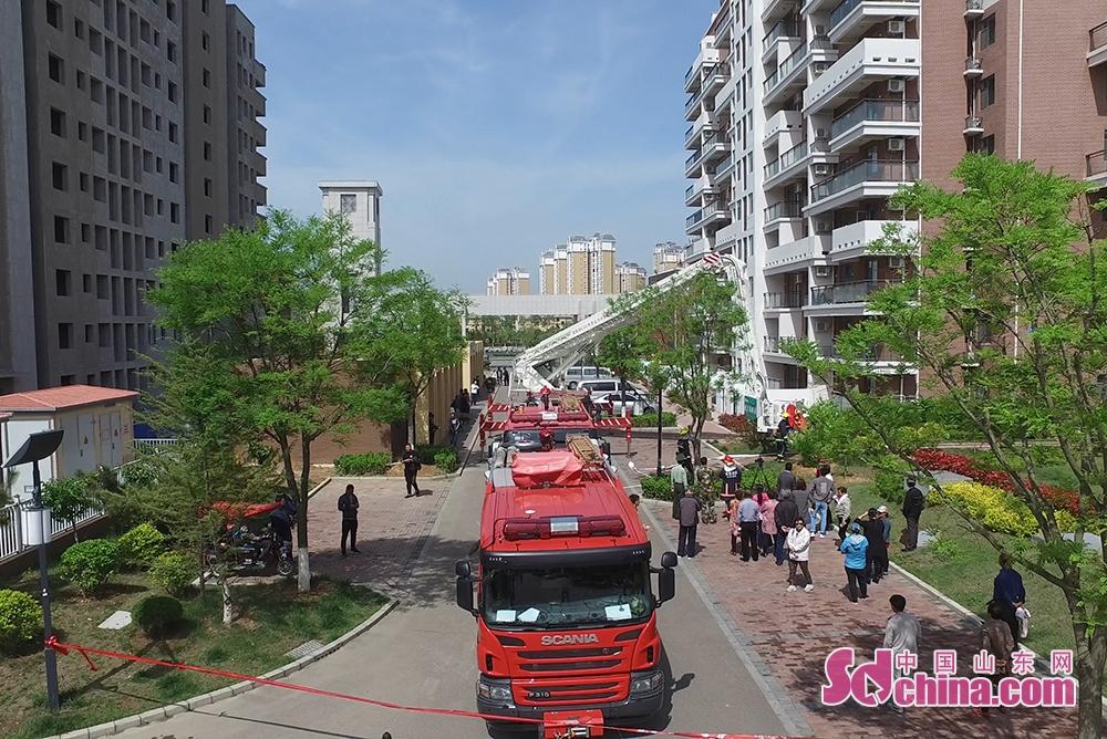 <br/>  为增强社区居民的消防意识,提高消防应急能力,5月18日上午,南海新区在碧海云居社区举行了社区消防应急演练活动。<br/>