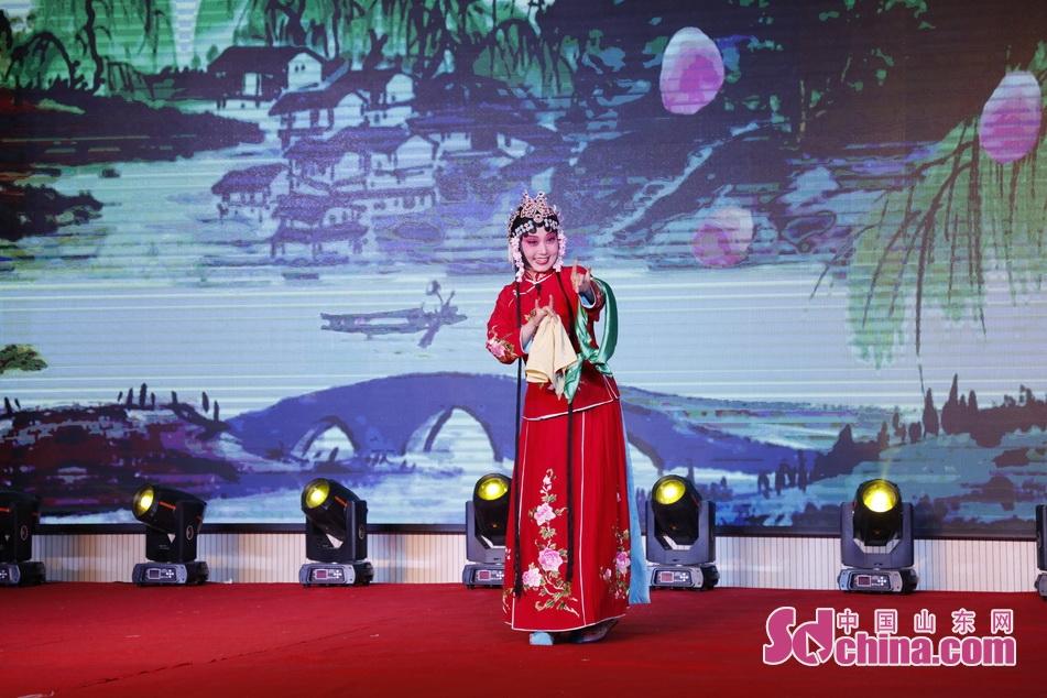 山东传统戏曲柳琴戏《王小赶脚》选段。<br/>
