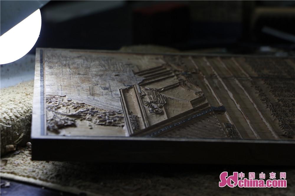 木版印刷は印刷の歴史で「生きた化石」と言われていて、印刷術が発明された前、文化の伝播は手書きの書籍で実現された。現存する最古の印刷物は868年の「金剛経」(大英博物館にある)ある。<br/>