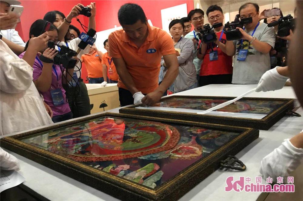 1セットのタンカ(唐卡=チベットの宗教画)。<br/>