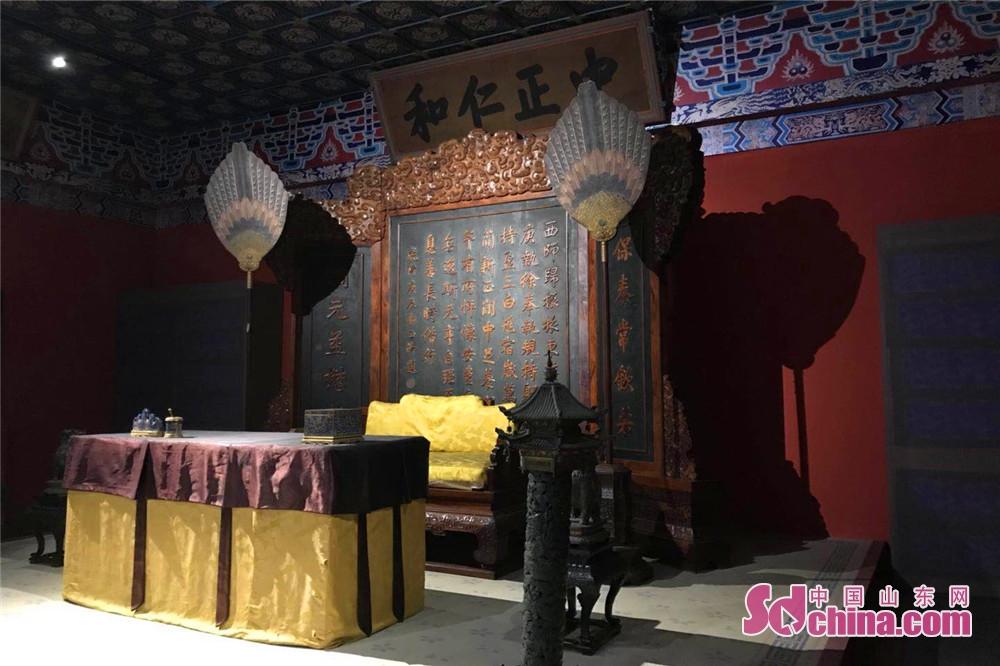 展覧会は故宮の「養心殿」をそのまま観光客に見せる。観光客は文物を近距離で鑑賞し、古代の帝王の生活を想像できる。<br/>