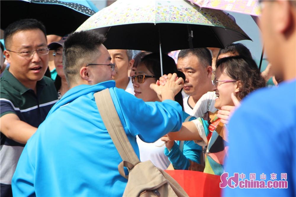 <br/>  6月7日,济宁市4万多名学子奔赴考场,迎来&amp;ldquo;人生大考&amp;rdquo;,2018夏季高考正式拉开帷幕。