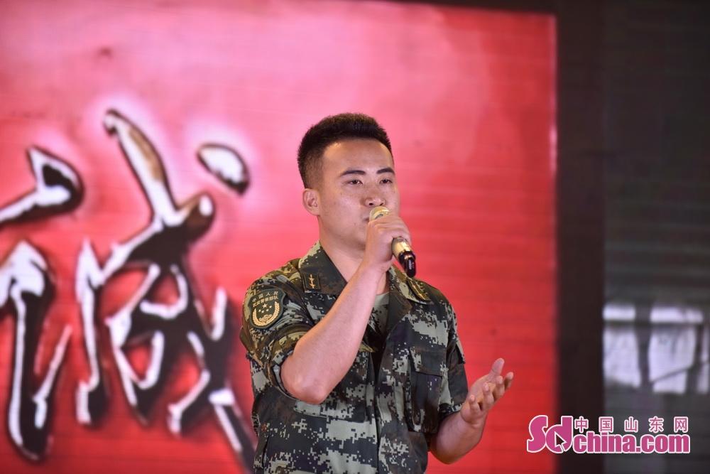 <br/>  男声独唱《我是消防兵》诠释了新时期消防官兵牢记使命、恪尽职守,时刻准备捍卫人民平安幸福生活的军人本色。