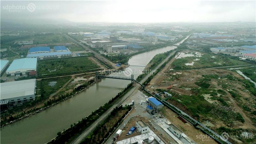 <br/>  近日,山东省荣成市最大降雨点石岛管理区达到203.5毫米,河水上涨明显。荣成市各级河长全部上岗,严阵以待,组织人力清理疏通河道,确保安全度汛。