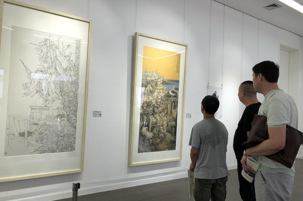 <br/>  新版画册《待到山花烂漫时》与画展巡展同步在潍坊发行。<br/>