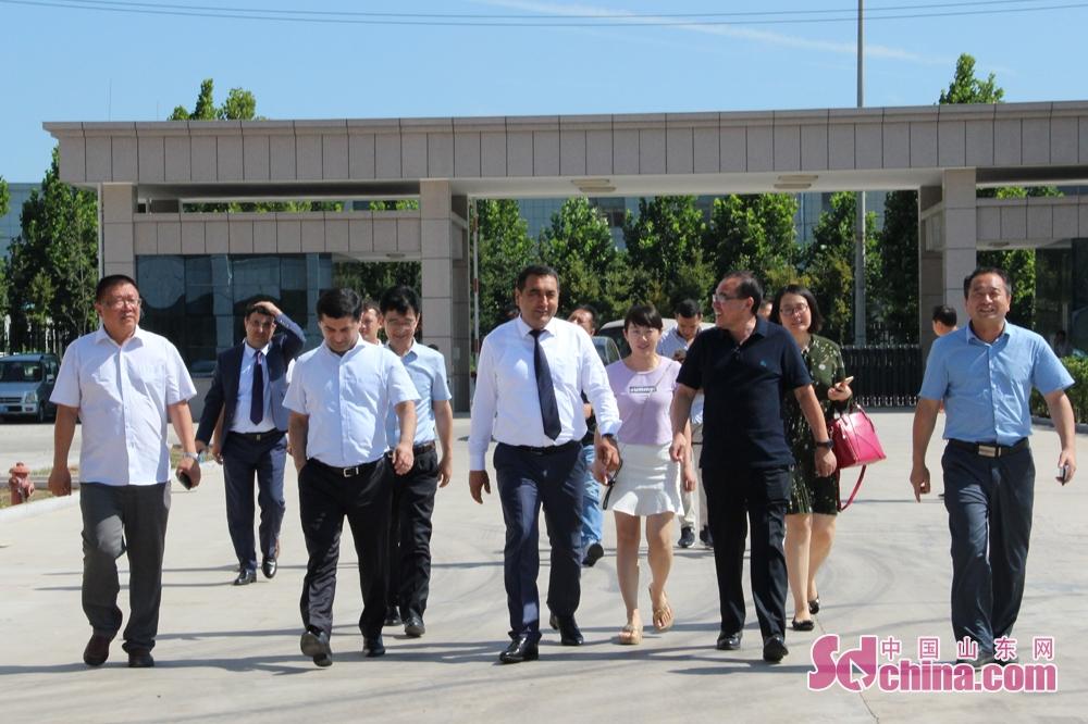 <br/>  7月18日下午,乌兹别克斯坦纳曼干州州长巴扎洛夫(BOZAROV)一行抵达潍坊诸城,参观考察山东新大新食品工业装备有限公司,并召开座谈会。<br/>