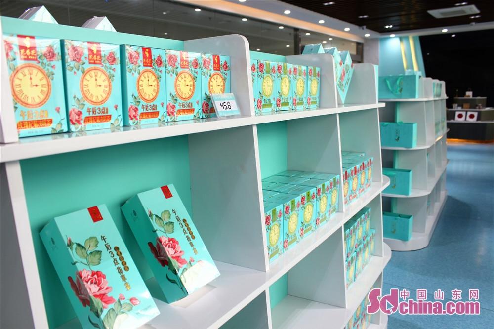 7月23日、記者はバラの郷である済南平陰を訪れた。平陰のバラの花の魅力を体験した。バラのお茶。