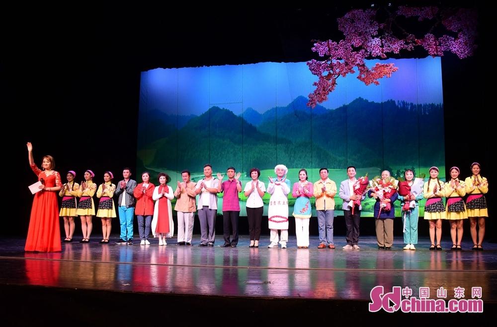 <br/>  2018年7月23日,山东省茌平县精准扶贫小戏《一个也不拉下》在中国评剧院演出现场。<br/>