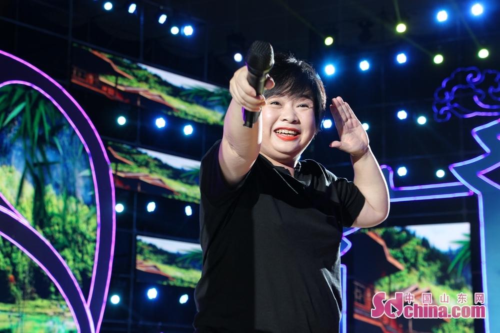 <br/>女高音李琼靓丽的嗓音很有穿透力。<br/>
